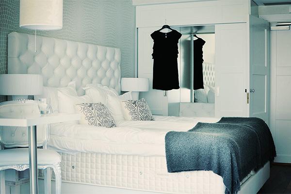 Vi erbjuder olika typer av boende - allt från boutiqe-rum till enklare flerbäddslägenheter.